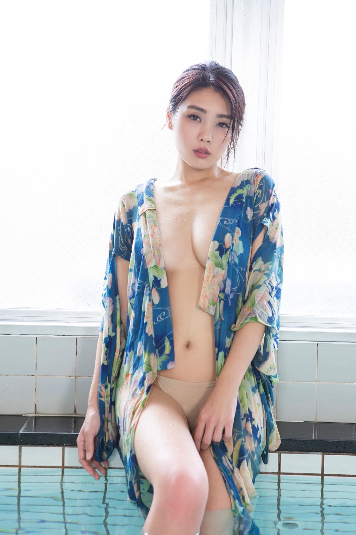 青海のグラビア水着ビキニ画像003