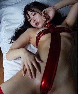 """""""脱げる女子大生""""橋本ひかり「過激な十字ハイレグ」セクシーな仰向けショットの画像"""