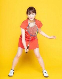 新井恵理那「ナマ美脚が際立つバドミントンコス」美貌なら日本代表確定!【画像3枚】の画像