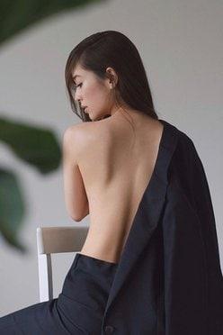 泉里香「ヌーディなスベスベ背中」世界遺産にしたい美しさの画像