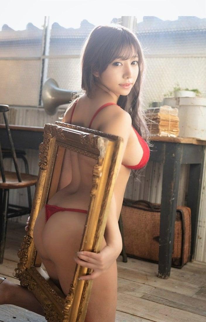 """""""Iカップ美女""""夢見るぅ「額からハミ出すロケット尻!」アートのような立体的ボディの画像"""