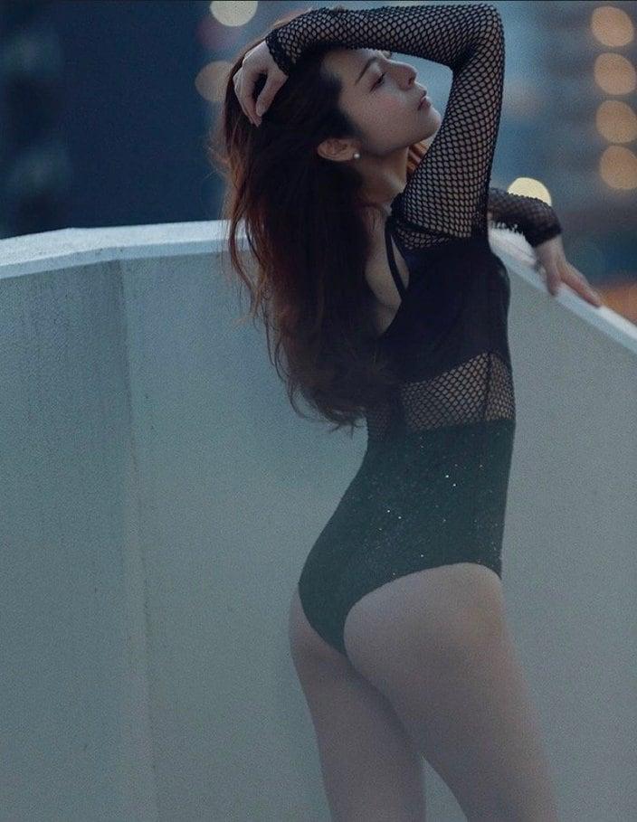 """""""スレンダー美女""""高村舞「幻想的なプリ尻を披露」美しいバックショットの画像"""