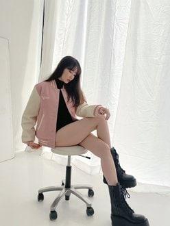 小嶋陽菜「エッチすぎる太ももにドキッ…」ピンクのスタジャンが可愛い【画像4枚】の画像