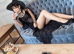 """""""美形アイドル""""水湊みお「美脚すぎるスレンダー魔女」王道ビキニ姿もフレッシュ!【画像2枚】の画像"""
