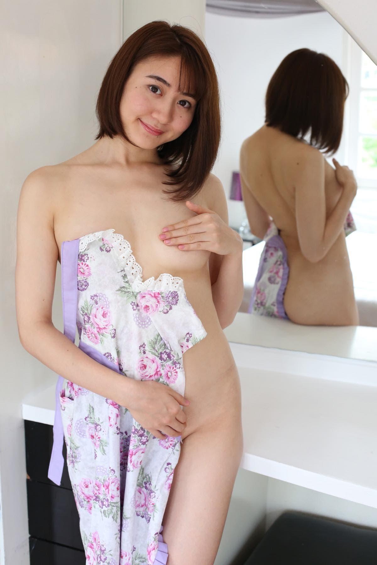依東杏奈の水着画像4