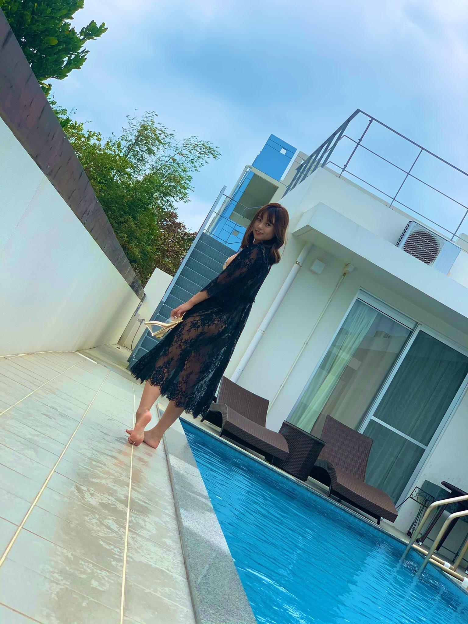 元NMB48沖田彩華「オトナな美肌が眩しい…」雑誌撮影のオフショットを公開【画像4枚】の画像001