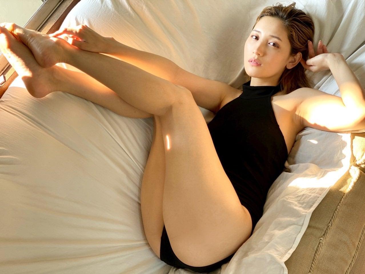 小島みゆ「スラリと伸びる妖艶美脚」久々のグラビアにファンが歓喜【画像2枚】の画像001