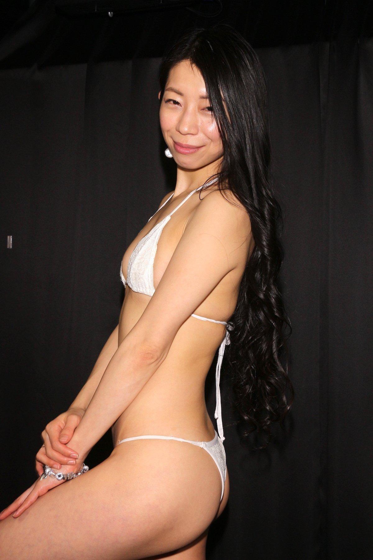 岩崎真奈「ベンチの縁にこすったり」私史上最高にセクシー【画像50枚】の画像023