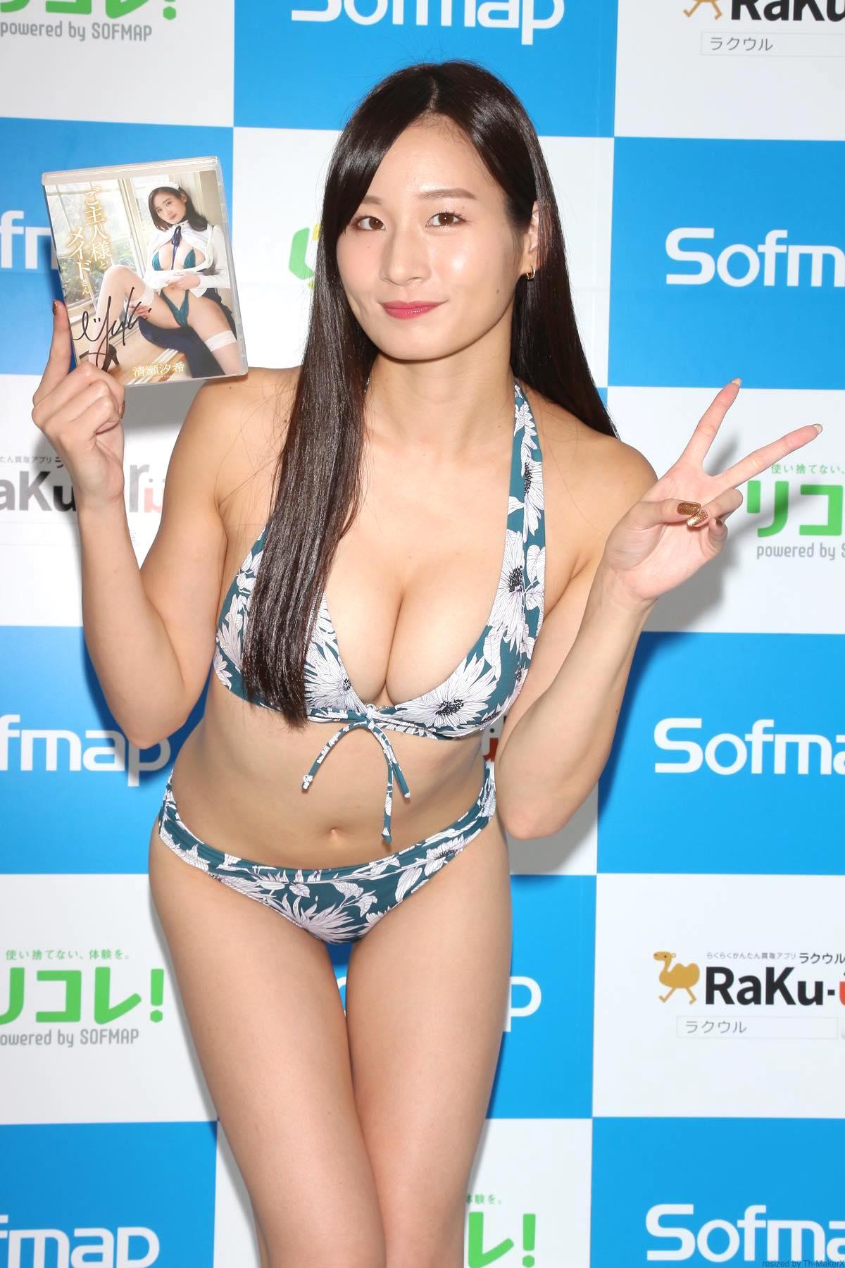 清瀬汐希「オフィスでY字の水着」露出度高くて恥ずかしい【画像48枚】の画像048