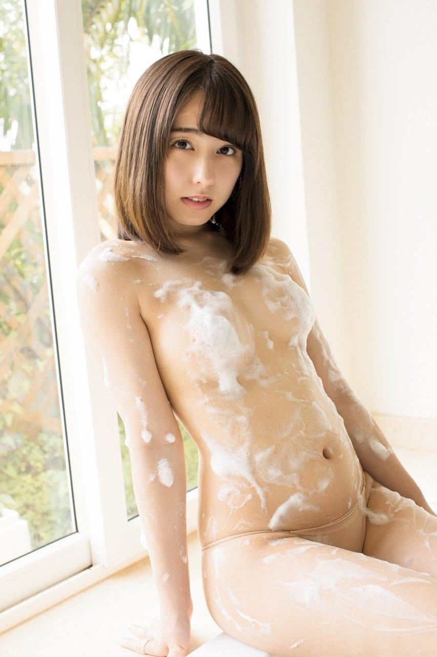 【動画付き】グラビアアイドル・前田美里が自身のDVD『天使のトキメキ』を観ながらテレまくる!の画像008