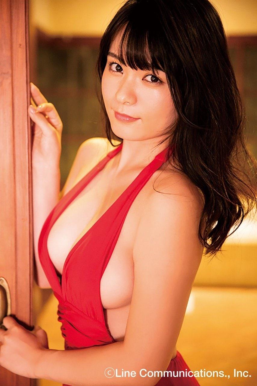 【動画付き】グラビアアイドル・星名美津紀が自身のDVD『色恋』を観ながらテレまくる!の画像005