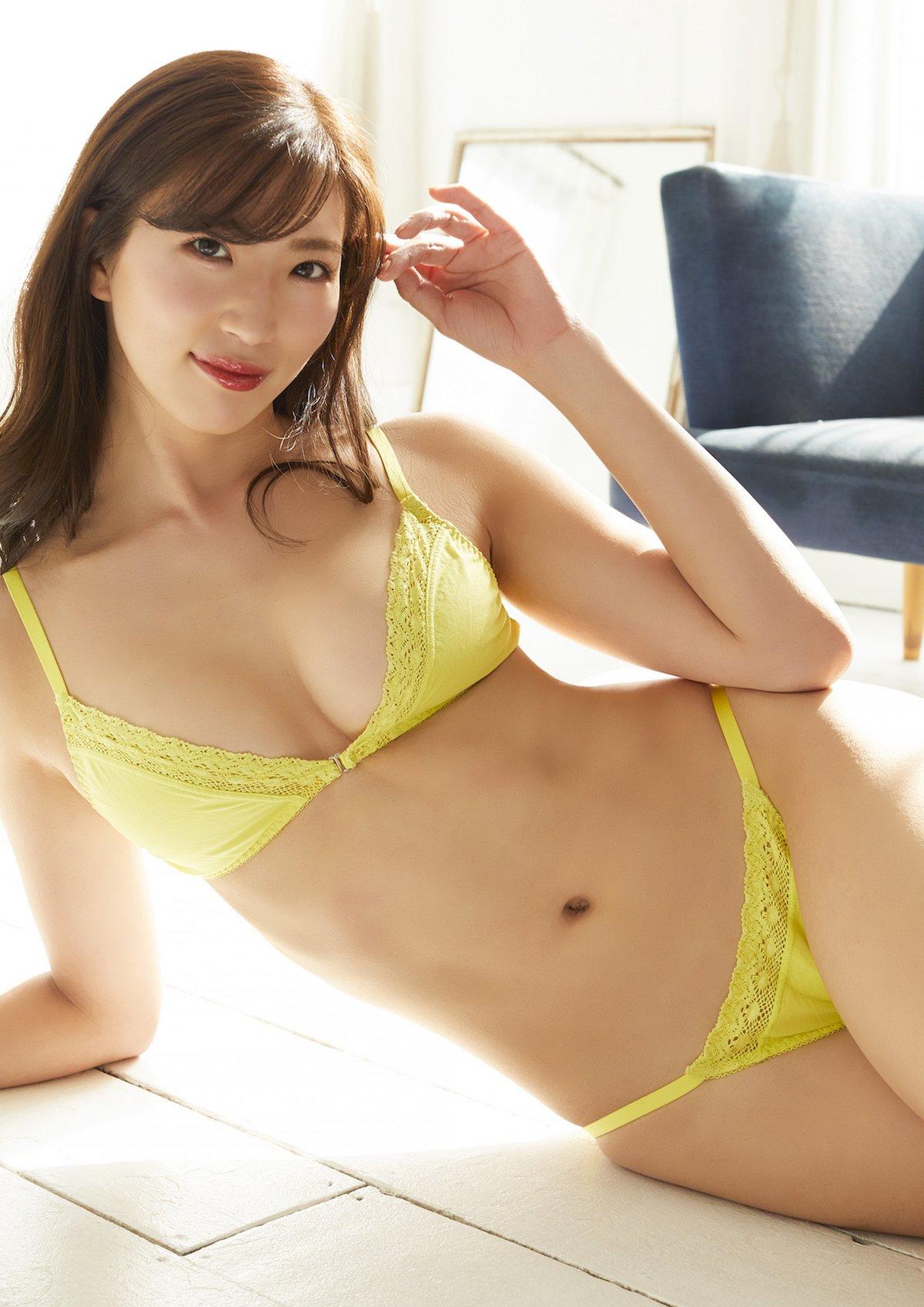 松嶋えいみ「撮影に使ったビキニを封入!」セクシーなトレーディングカードを発売【画像3枚】の画像003