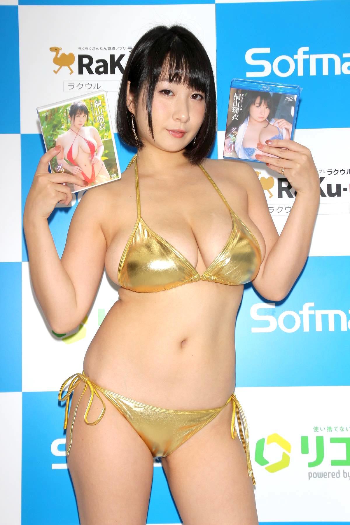 桐山瑠衣の水着画像26