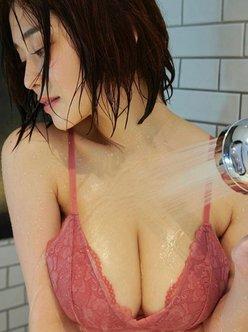 """""""Hカップ乳""""高橋凛「ビショ濡れバストが艶っぽい…」物憂げなシャワータイムの画像"""