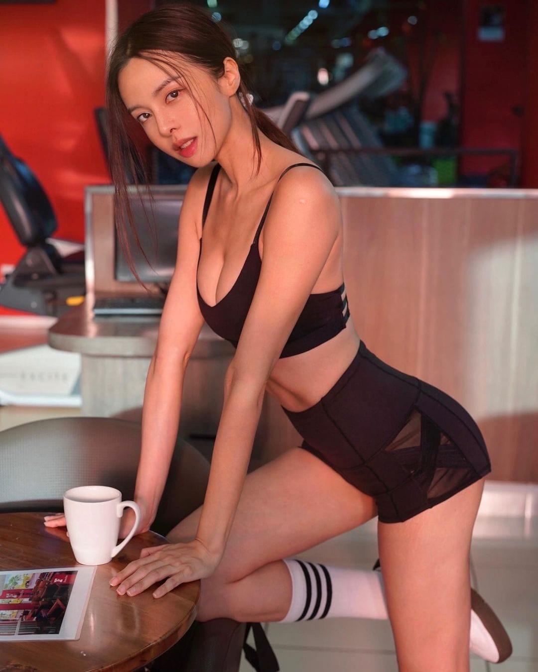 キャスリン・リー「セクシーすぎるトレーニング!」露出度高いウェアスタイルを大量投下【画像8枚】の画像004