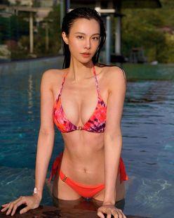 キャスリン・リー「マレーシア最高峰の美スタイル」日焼けした肌がビキニに映える…の画像