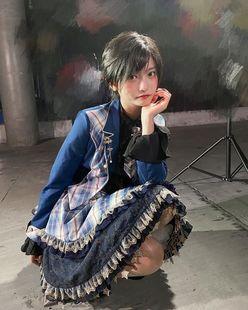 シェンインイン「スカートから美脚チラリ」アイドル風コスが可愛らしすぎ【画像4枚】の画像