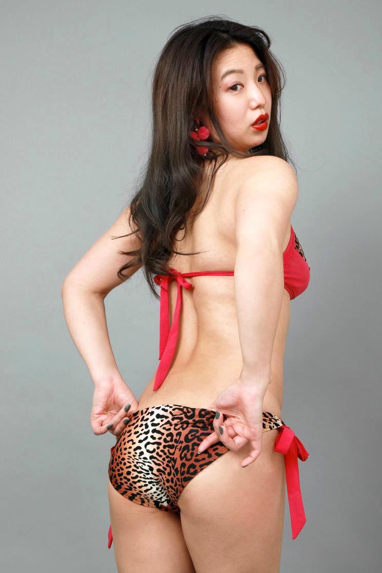 高田千尋「セクシーすぎる女芸人」の女豹ビキニ姿が妖艶!【写真19枚】の画像016