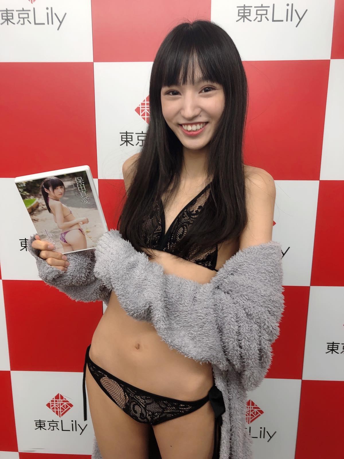 保田真愛のグラビア水着ビキニ画像12