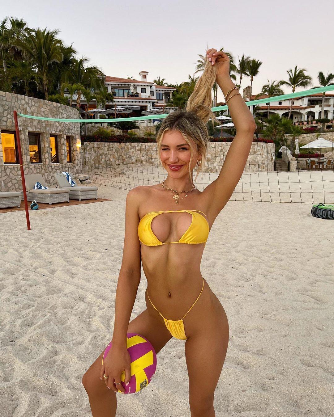 ガブリエラ・エプスタイン「エッチすぎるビーチバレー」インスタグラムも思わず削除?【画像4枚】の画像002