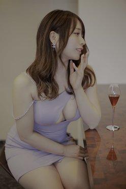 椎名煌「胸元ザックリのドレスで乾杯!」酔った顔も艶っぽすぎる【画像2枚】の画像