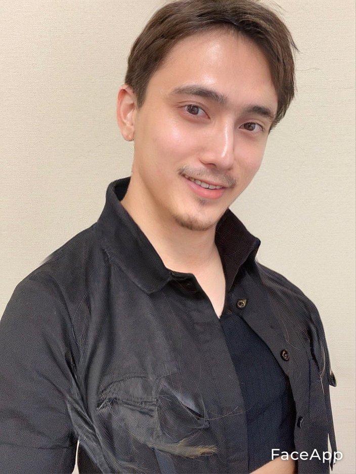 入山杏奈「そっくりなお兄ちゃん?」加工アプリでイケメンに変身!の画像