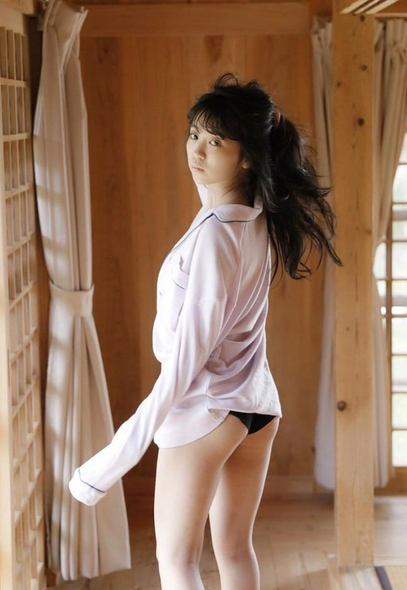 """""""童顔巨乳""""大原優乃「パジャマを脱いで美尻を披露」リアルな肌質にドキッ!【画像3枚】の画像003"""