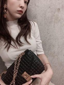 板野友美「どうしても胸に目がいっちゃう」魅惑のバストにが気になるの画像