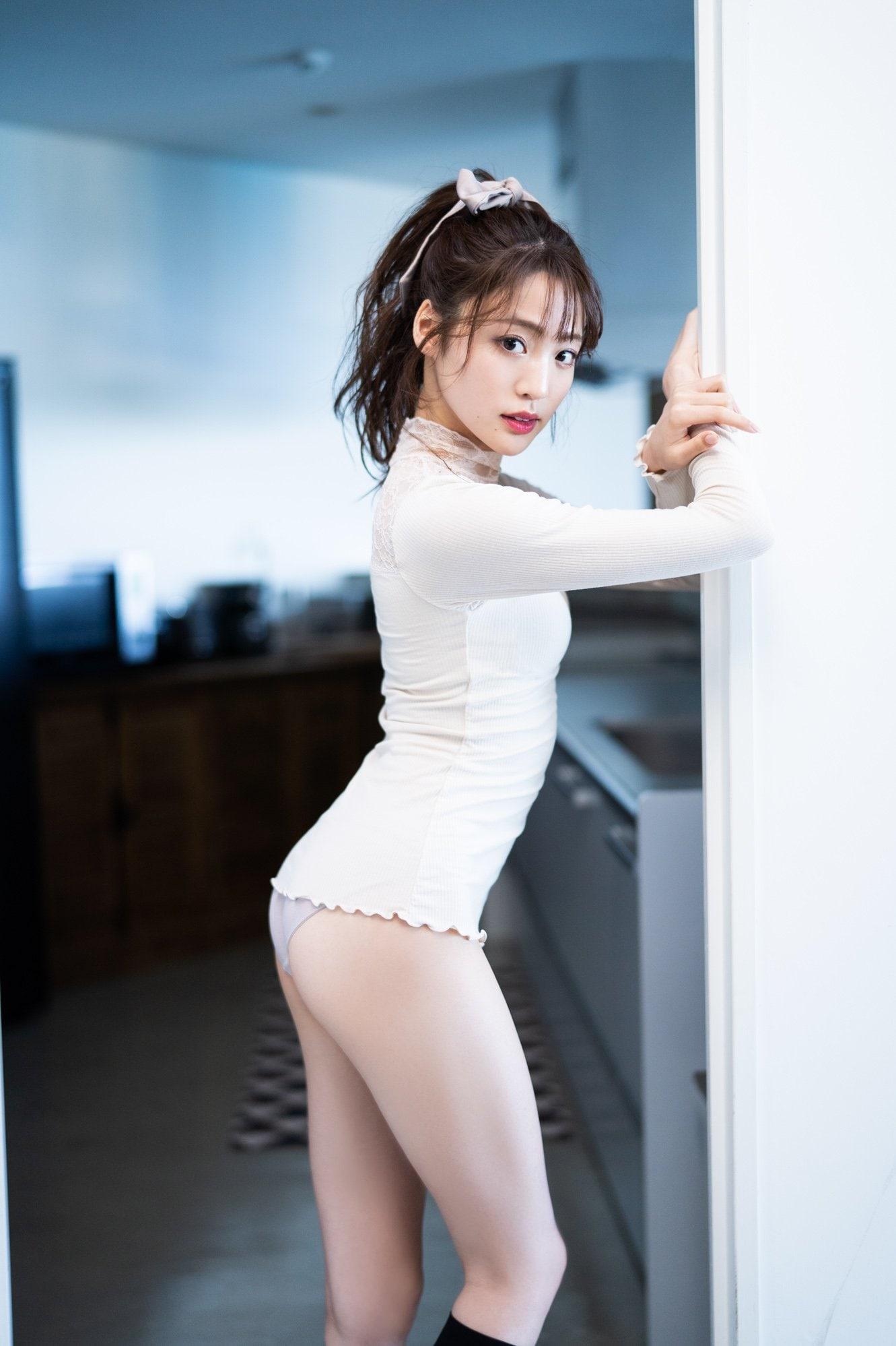 元「夢みるアドレセンス」志田友美が写真集でセクシーなボディを大公開!【画像10枚】の画像004