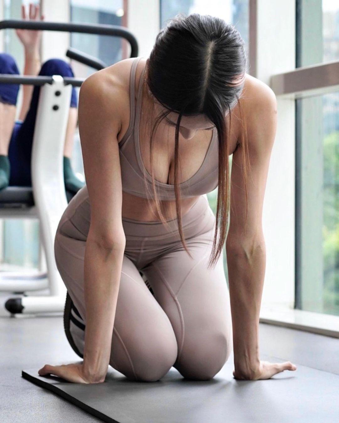 キャスリン・リー「セクシーすぎるトレーニング!」露出度高いウェアスタイルを大量投下【画像8枚】の画像001