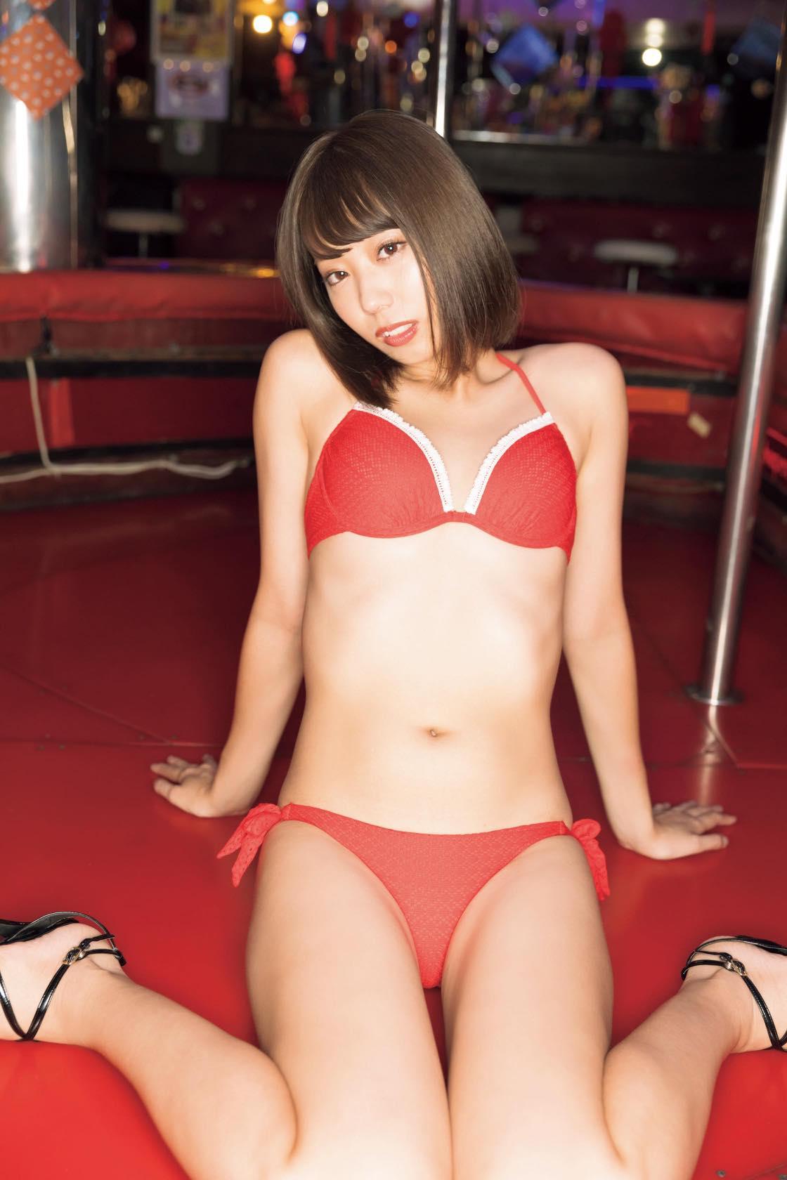 山岸奈津美「元国民的アイドル」がお宝ビキニ姿に!【写真12枚】の画像007