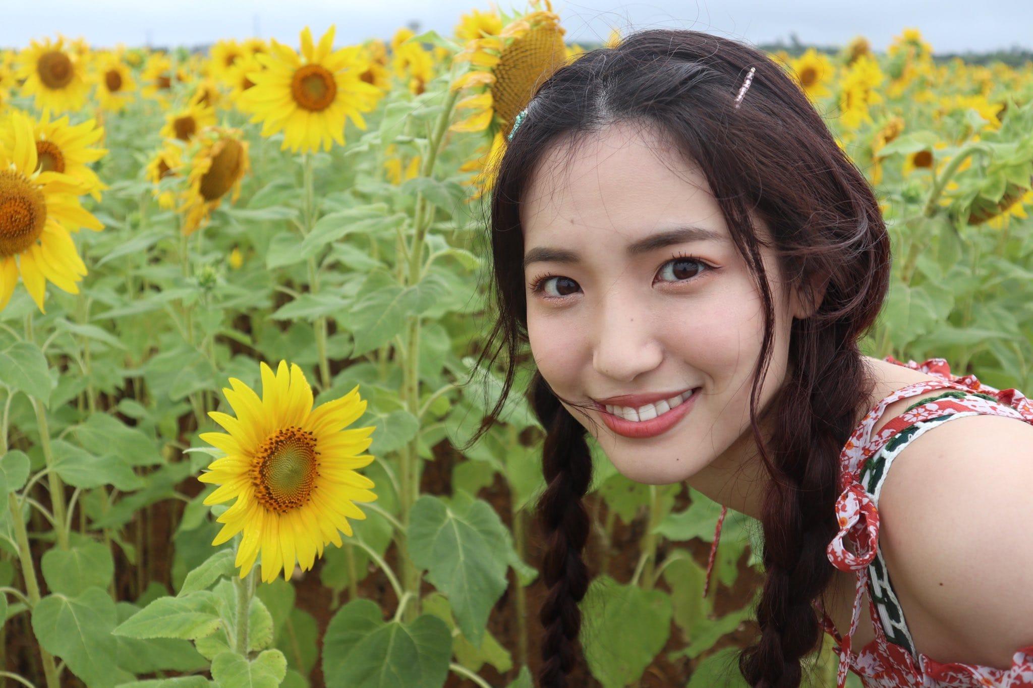 AKB48下尾みう「撮影楽しかったな」山根涼羽との水着ツーショットにファン興奮【画像4枚】の画像003