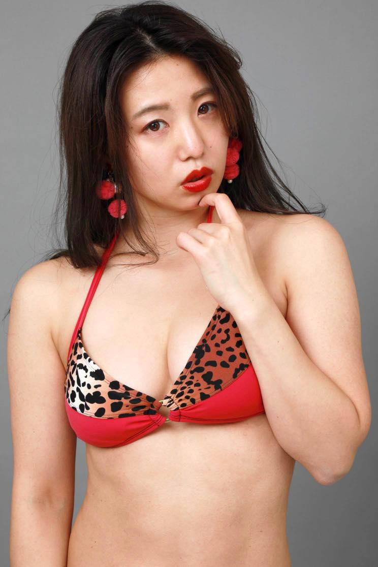 高田千尋「セクシーすぎる女芸人」の女豹ビキニ姿が妖艶!【写真19枚】の画像017