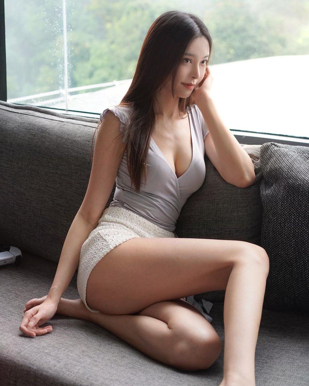 """""""マレーシアの美ボディセレブ""""キャスリン・リー「柔らかそうな美バスト」朝早くからセクシーに…【画像2枚】の画像003"""