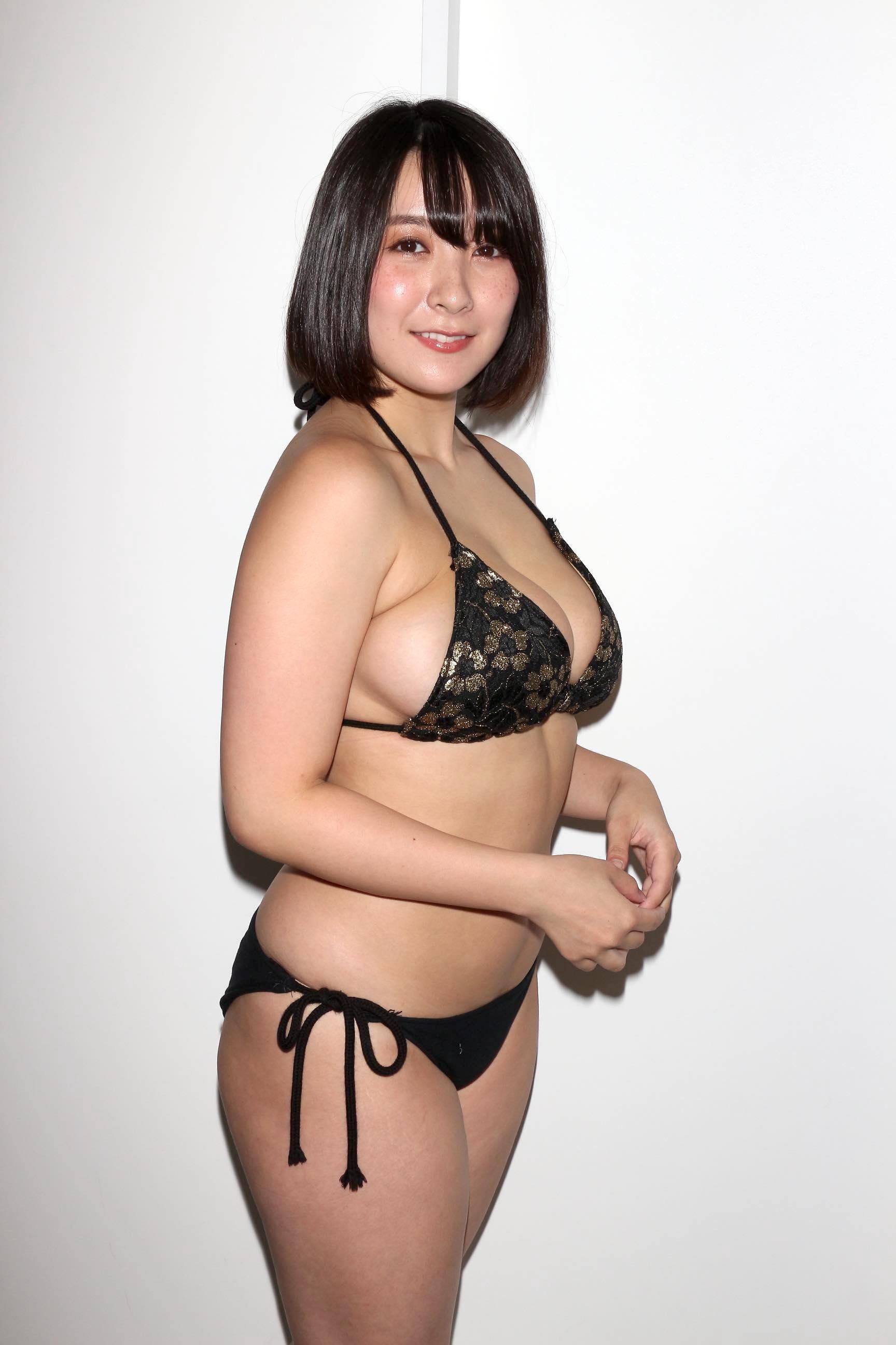 紺野栞「胸が成長しっぱなし」Hカップがキツくなっちゃった【写真28枚】の画像018