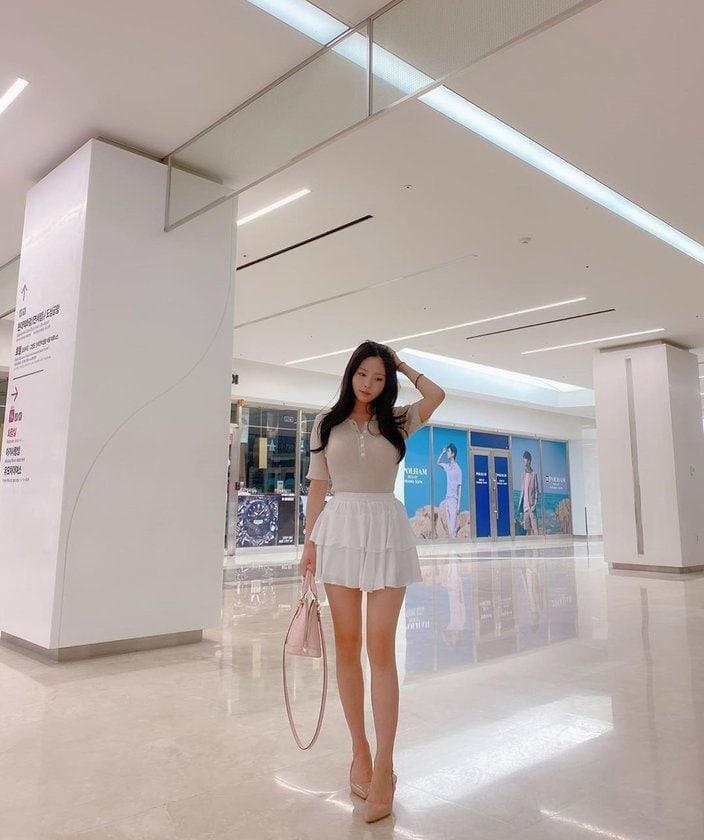 人気モデル、クォン・ヒョクチョン「長過ぎる美脚」ミニスカ姿にファン大喜びの画像