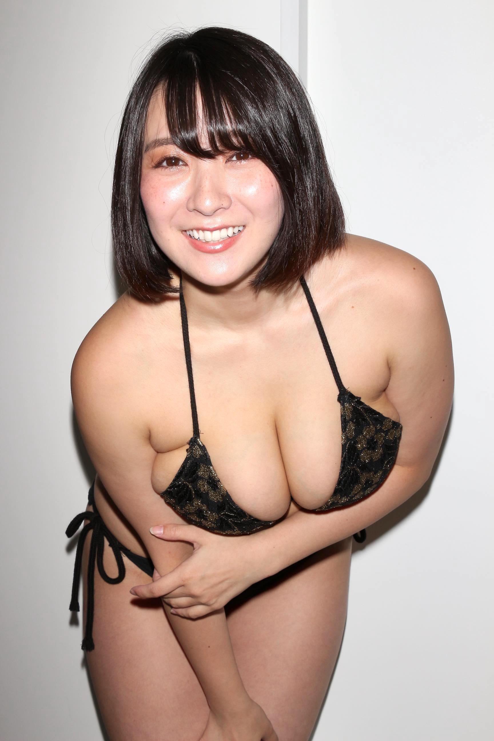 紺野栞「胸が成長しっぱなし」Hカップがキツくなっちゃった【写真28枚】の画像019