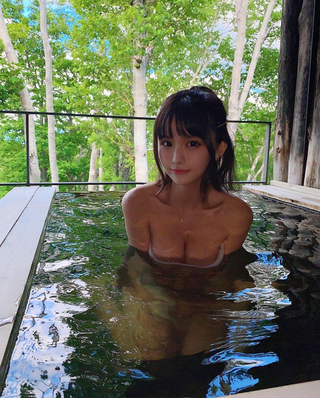 """""""エロ可愛いの最前線""""YouTuberみもれもんがニセコの温泉で柔らかそうなバストを…【画像3枚】の画像003"""