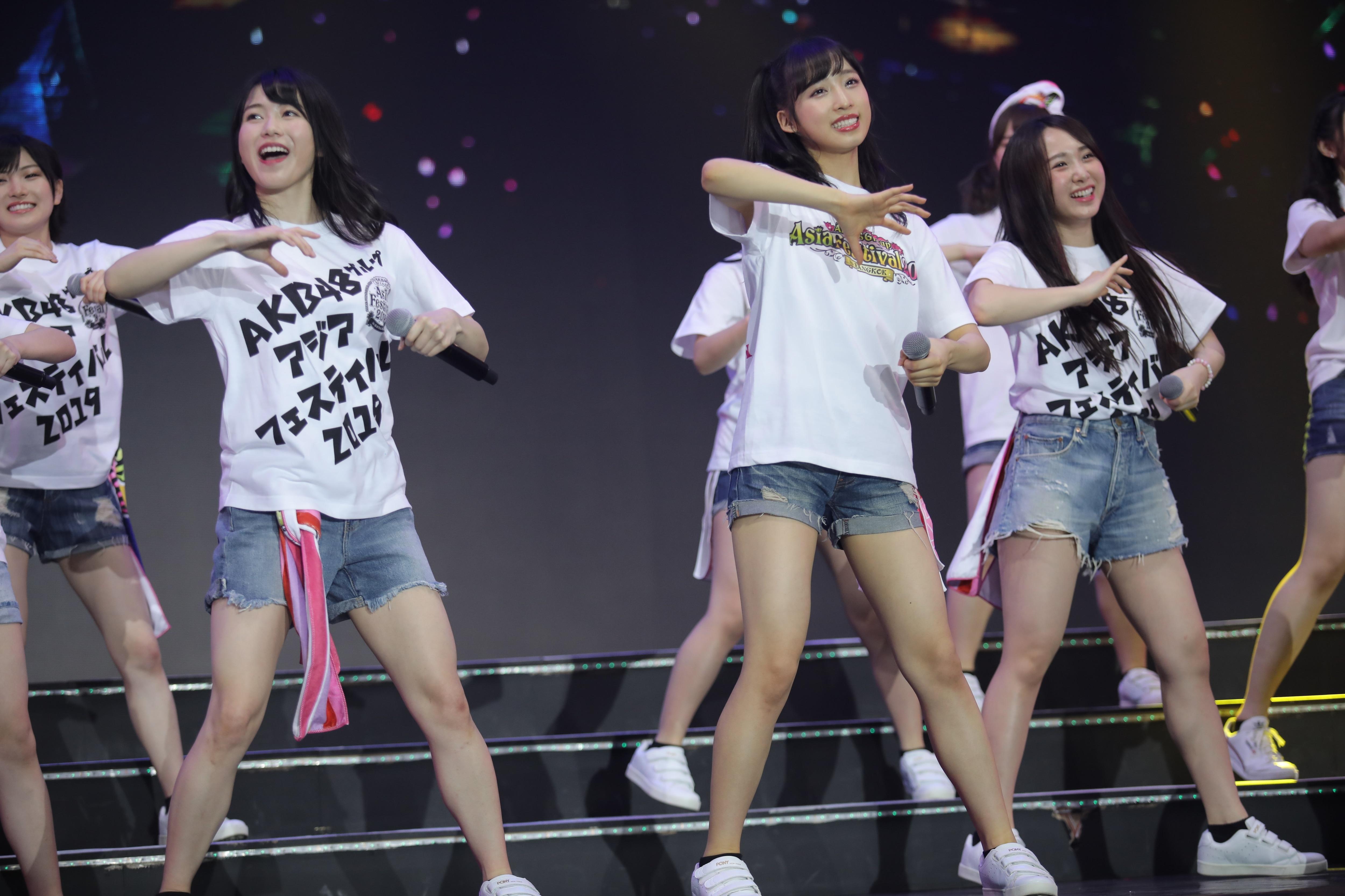 AKB48ほか、海外の姉妹グループが集結し『恋するフォーチュンクッキー』を熱唱!【写真23枚】の画像020
