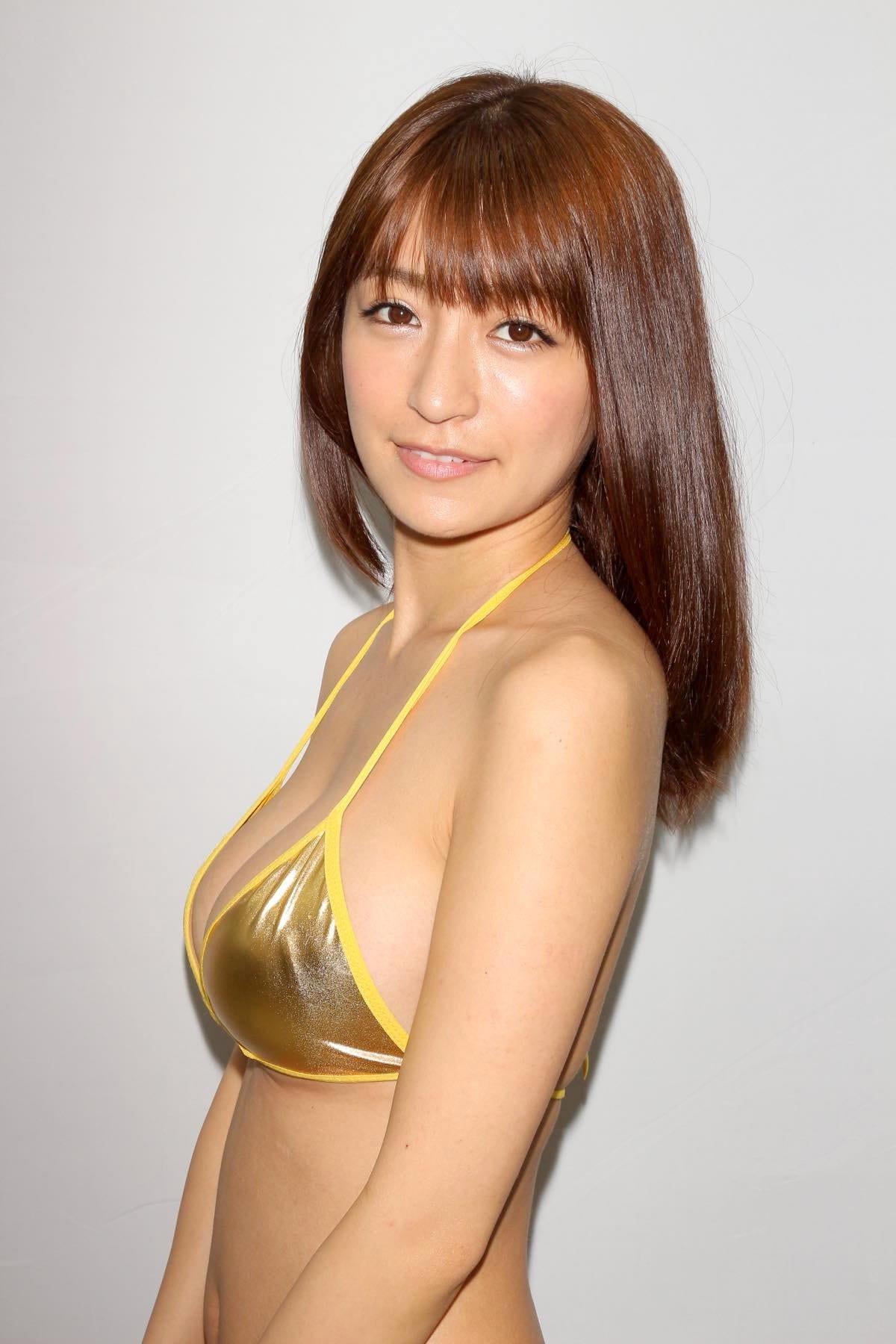 ☆HOSHINO「色気がダダ漏れ」衝撃的セクシーさで攻める!【写真25枚】の画像012