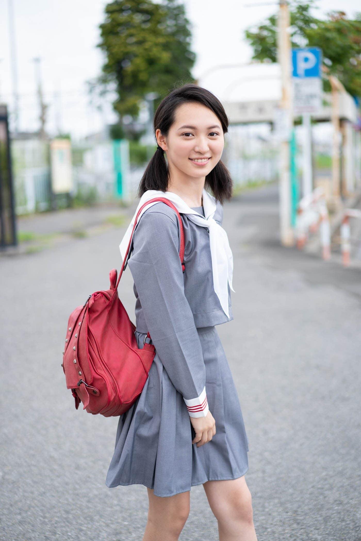 岡本桃花「清楚な制服姿」がまぶしい期待の新人!【写真5枚】の画像001