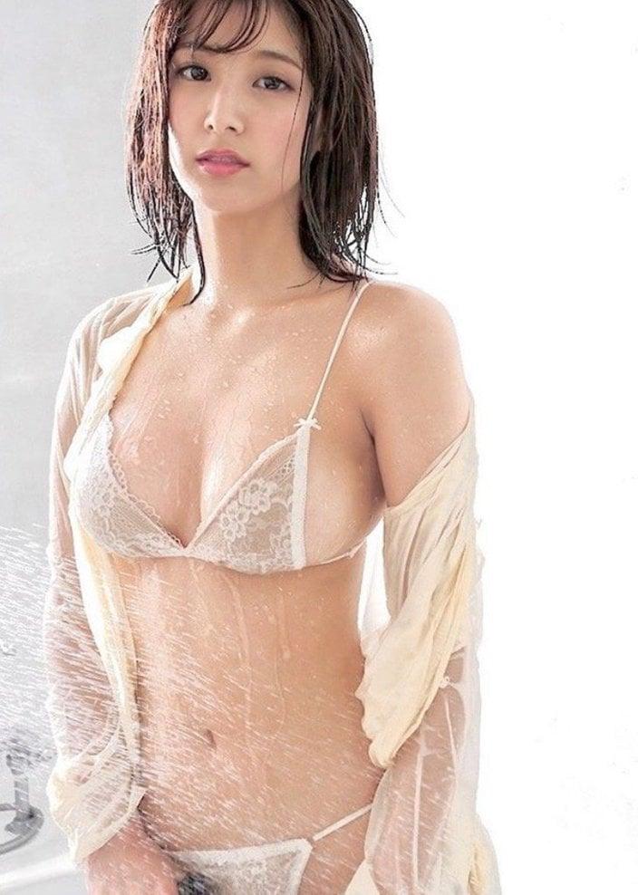 彩川ひなの「セクシーな濡れビキニ」シャワーを弾くピチピチボディの画像