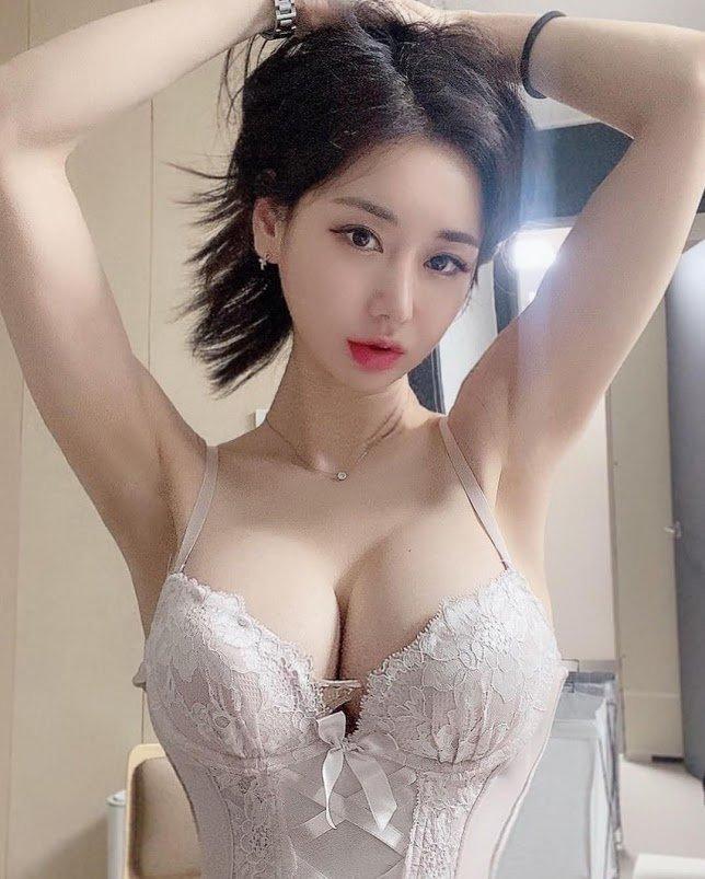 韓国モデル・キャンディ「美貌&美バストが奇跡の両立」180万フォロワー達成を嬉しそうに…【画像3枚】の画像001