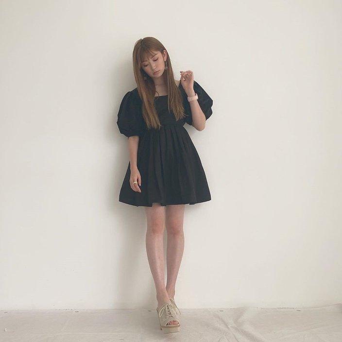 NMB48吉田朱里「悩殺的美脚」がミニスカートからスラ~リ!の画像