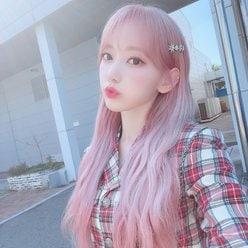 IZ*ONE宮脇咲良「まるでスイーツ」ピンクのロングヘア披露にファン歓喜【画像7枚】の画像