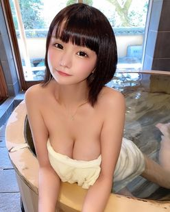 YouTuberみもれもん「柔らかそうなバストにゴクリ…」セクシーな入浴姿にファン歓喜【画像2枚】の画像
