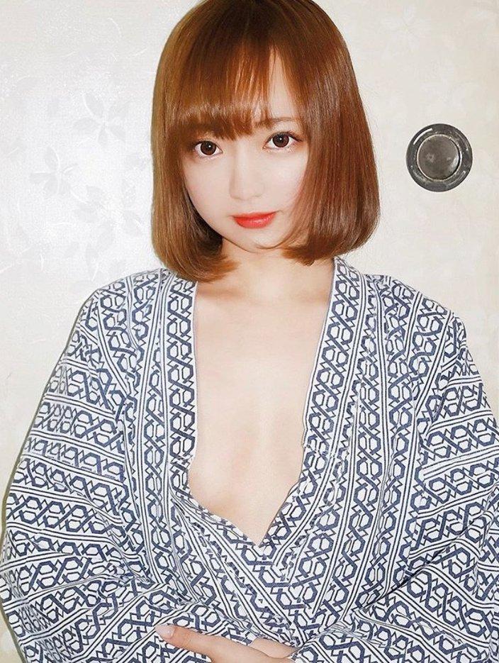 鎌田紘子「浴衣から胸元ちらり」和室で艶っぽく脱いで…の画像