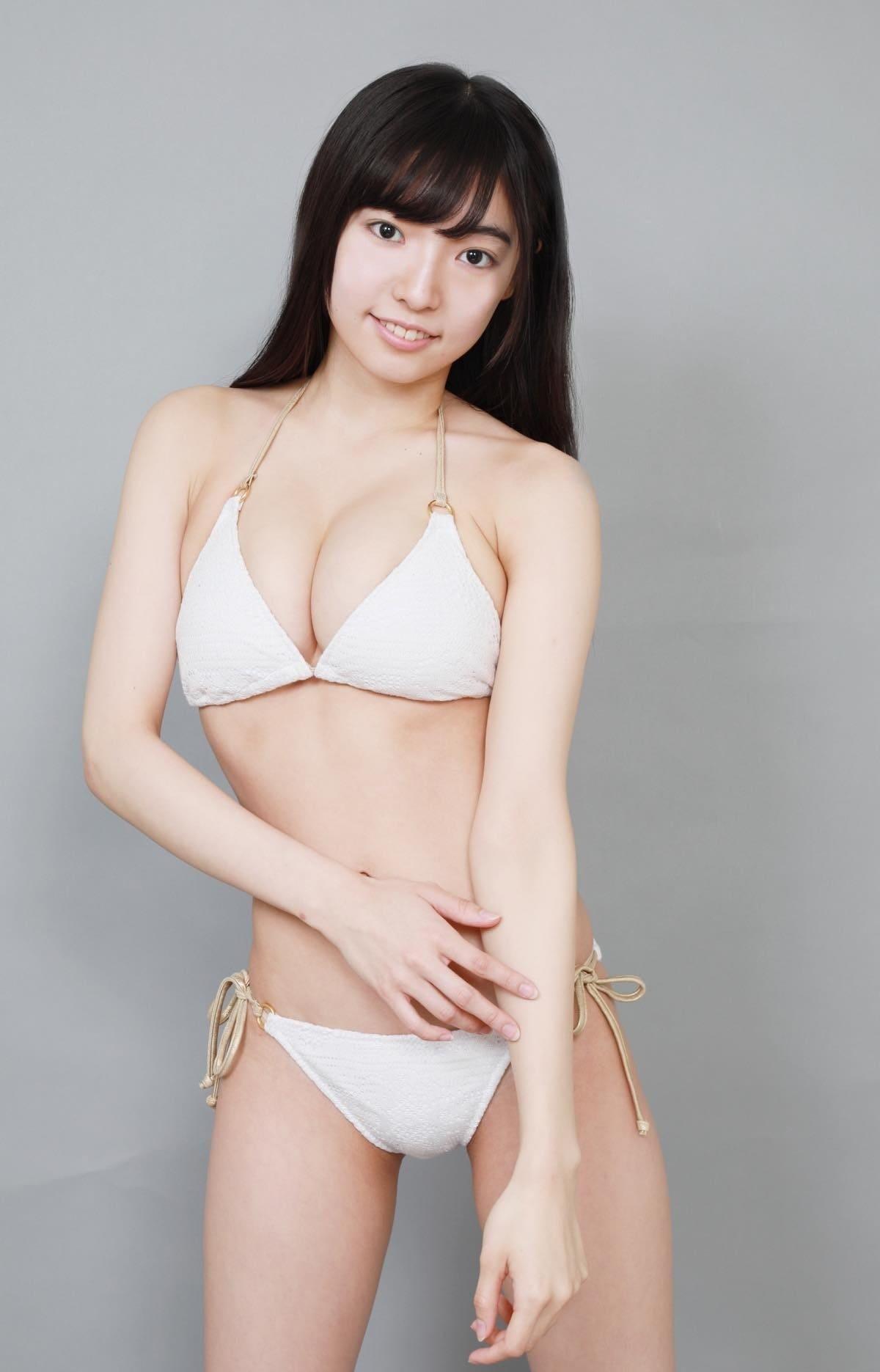 桜田愛音のグラビア水着ビキニ画像0013