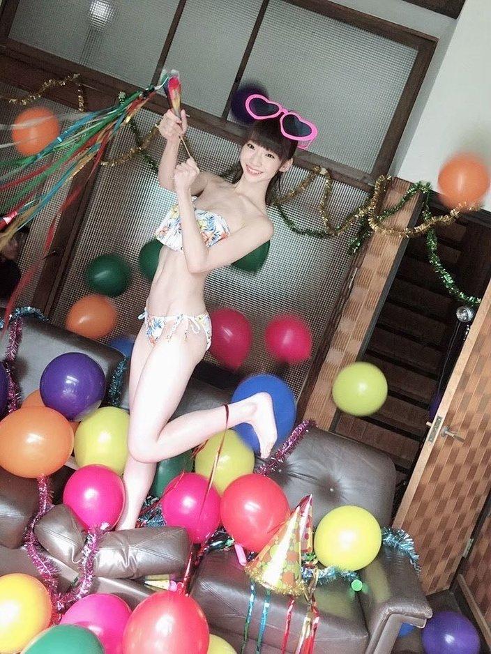 NGT48荻野由佳「若さあふれる美スタイルビキニ」オフショットで昔を懐かしむ…【画像4枚】の画像