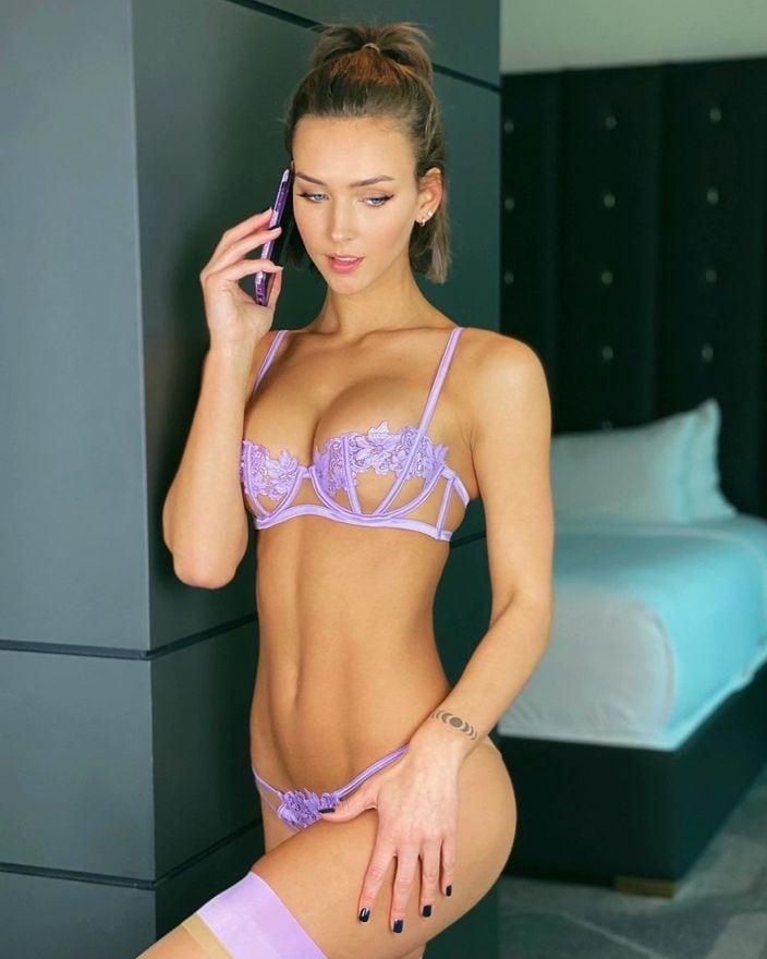 レイチェル・クック「セクシーすぎるテレフォン・コール」薄紫のランジェリーが可愛いの画像